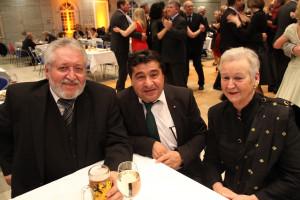 Polit-Talk neben der Tanzfläche: Reinhold Perlak (links) mit seiner Frau Helga
