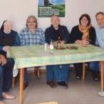 Erlebten einen vergnüglichen Nachmittag mit allerhand Anekdoten beim Besuch von Schwester Brigitte in der Armenküche: Mitglieder der Sozialdemokraten mit Fraktionsvorsitzendem Peter Stranninger (2.v.r.).